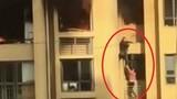 Video: Lạnh người cặp đôi giúp nhau thoát khỏi đám cháy trên tầng 25