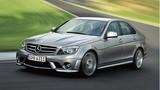 """Hãng xe sang Mercedes-Benz bị kiện vì mùi """"tất thối"""""""