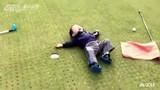 Pha ăn vạ không thể nhịn cười của golf thủ nhí