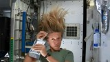 Xem phi hành gia gội đầu trong không gian