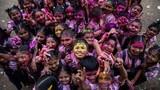 Rộn ràng lễ hội màu sắc Holi của đạo Hindu