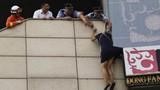 Trung Quốc: Dùng còng tay cứu thiếu nữ tự tử