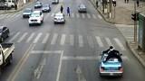 Cảnh sát bám nóc xe taxi như phim hành động
