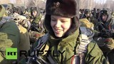 Nữ binh sĩ Nga nhảy dù từ phi cơ bay 380 km/h