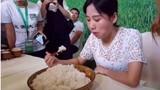 Gái trẻ ăn hết 4kg cơm một lúc gây kinh ngạc