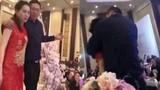 Cô gái bị ném xuống đất bất tỉnh trong đám cưới vì bảo vệ cô dâu
