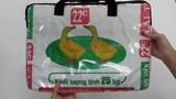 """Túi xách """"cám con cò"""" có giá 800.000 đồng ở Nhật"""