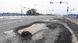 Cao tốc hơn 34.000 tỷ xuất hiện 'ổ trâu' sau vài cơn mưa nhỏ