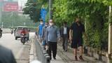 Giãn cách xã hội: Người Hà Nội tràn ra vỉa hè tập thể dục giữa đại dịch