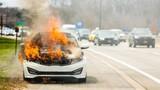 Ô tô bị bốc cháy trên đường, cần làm gì đầu tiên?