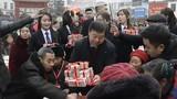 """Choáng ngợp cách đại gia Trung Quốc """"vung tiền"""" thưởng Tết"""
