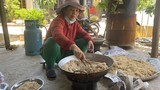 Người dân ở rốn lũ Quảng Bình tiếp tế đồ ăn cho y, bác sĩ ở Bắc Giang