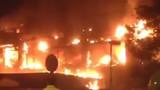 Quán bar Hà Nội cháy ngùn ngụt giữa đêm, dân chơi chạy toán loạn