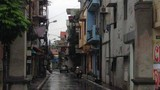 HN: Dân bức xúc công trình không phép chiếm trọn vỉa hè