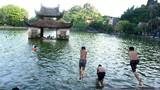 """Video: Nhào lộn đã mắt ở """"bể bơi"""" nghìn năm tuổi ở Hà Nội"""