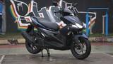 """Cầm lái xe tay ga Yamaha NVX """"lỗi"""" tại Việt Nam"""