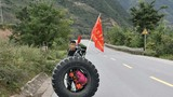 Lý do dân du lịch bụi rủ nhau đẩy bánh xe 80kg đến Tây Tạng