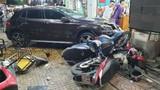 TP HCM: Xe Mercedes tông loạt xe máy, 6 người bị thương nặng