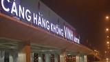 Video: Hy hữu người tâm thần đột nhập sân bay Vinh, lên máy bay VNA sắp cất cánh
