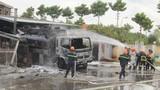 Video: Xe bồn bốc cháy dữ dội ở cây xăng, thiêu rụi 6 xe máy