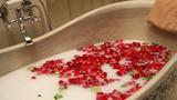 Cách tắm thải độc để làm sạch, thư giãn và trẻ hóa cơ thể