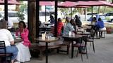 Nhà hàng Trung Quốc ở châu Phi cấm khách... châu Phi