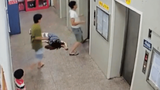 Video: Say rượu, người đàn ông khiến thang máy chung cư 'chết cứng'