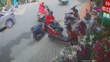 Trộm đồ như ảo thuật giữa phố, người phụ nữ gây hoang mang