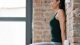 Bài tập đứng dựa vào tường 5 phút giúp giảm cân nhanh