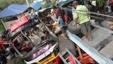 Xe buýt làm xiếc trên đường, 22 người thiệt mạng