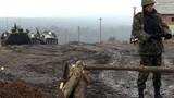 Binh sĩ Ukraine đồn trú dọc biên giới Nga căng mình huấn luyện
