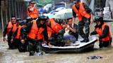 Chùm ảnh: Mưa lớn đổ bộ Trung Quốc, 18 người thiệt mạng