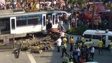 Tàu điện ngầm Philippines lao khỏi rào chắn, nghìn người mắc kẹt