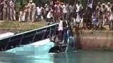2 xe buýt Ai Cập rơi xuống kênh, 19 người thiệt mạng