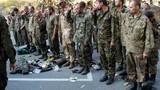 Hàng chục nhân viên an ninh Ukraine rời vòng vây