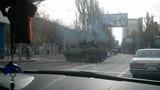 Ly khai lấy xe tăng chắn đường tới sân bay Donetsk