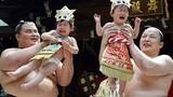 Độc đáo cuộc thi đô vật Sumo chọc trẻ em khóc