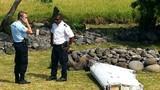 Cận cảnh mảnh vỡ máy bay nghi của MH370