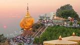 Lạ lùng tảng đá vàng linh thiêng ở Myanmar