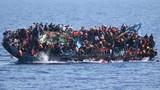 Thảm khốc tàu chở 500 người di cư lật úp giữa biển
