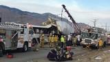 Hiện trường xe buýt đâm container ở Mỹ, 13 người chết
