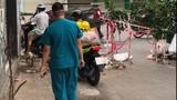 Phẫn nộ nhóm người lao xe qua rào cách ly