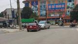 Video: Nữ tài xế livestream cãi ngang khi đi sai, bị xe khác chặn đầu