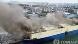 Tàu chở 2.100 chiếc xe hơi bốc cháy dữ dội tại hải cảng