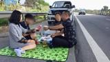 Cục CSGT vào cuộc vụ cả gia đình đỗ xe, bày tiệc ngay trên đường cao tốc