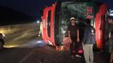 Lật xe khách chở 40 người trên Quốc lộ 1A, nhiều người bị thương
