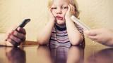 Bố mẹ mê điện thoại: Ảnh hưởng khôn lường tới con cái