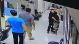 Kết cảm động của kẻ cầm dao đột nhập đồn cảnh sát