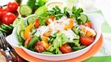 """Video: Cách làm salad rau xanh ăn """"thả ga"""" mà không béo"""