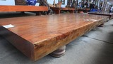 Sập gỗ nguyên khối nặng hơn 4 tấn, hoa văn 3D hiếm có xuất hiện ở HN